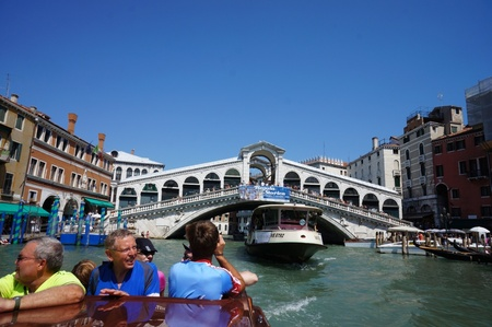 italy_-_cruising_along_the_canale_grande