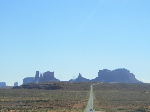 Approaching-Monument-Valley