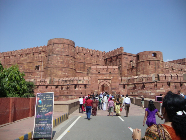 Agra_Fort_Outer_View