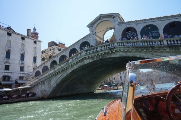Italy - under the Rialto bridge