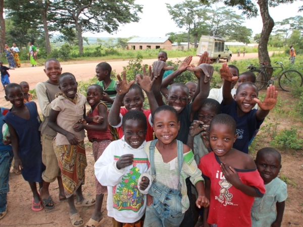 Tanzanian kids at lunch