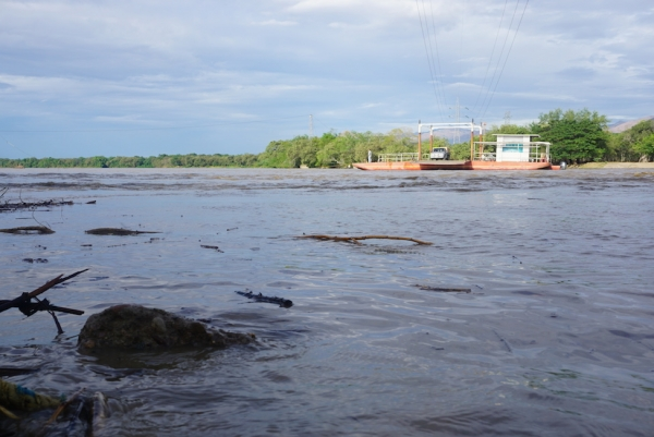 Guided by rope, the ferry makes its way across the Magdalena River