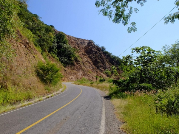 Climbing inland towards Ajijic