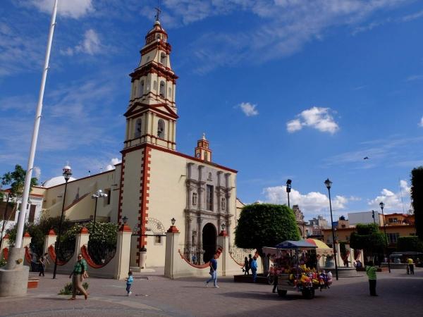 The main square and church in San Francisco del Rincon