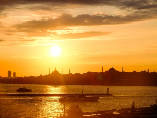A glorious sunset behind the Blue mOsque and Hagia Sophia