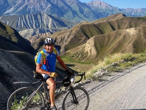 Bruno looking casual in Kyrgyzstan despite the precipitous drop behind him