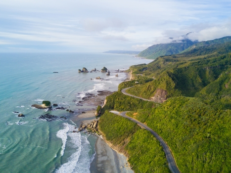 5 Reasons To Cycle New Zealand – Hobbits, Wines & Worms